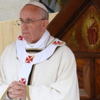 Sa Sainteté le Pape François remercie le Père Pierre Sonte