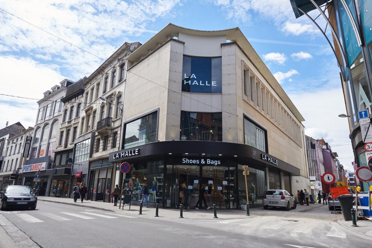 Opening vandaag van de grootste schoenenwinkel in Elsene. #elsene #retail #brussel