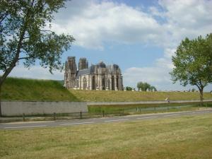 Zicht van de kathedraal van Toul met de vestingen
