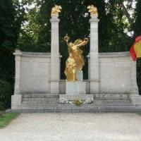 Le monument aux morts de Forest vandalisé. #forest #justice