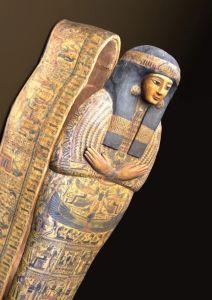 """Sarcophage de Tachayt, restauré durant l'exposition (c) """"Le Soir"""""""