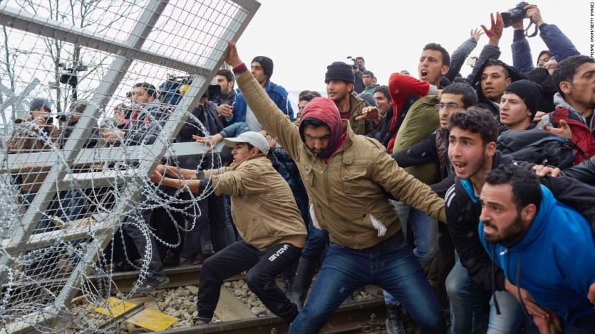 migrants-fence