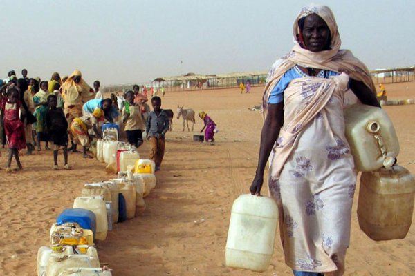 sudan-woman-with-water