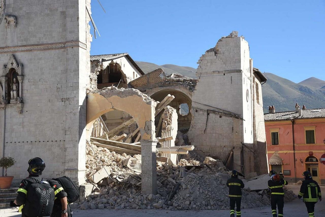 Italie: l'UE soutiennent la reconstruction de la basilique San Benedetto de Norcia